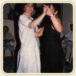 Mamma e Albergatrice Graziella, che balla con una delle tante clienti